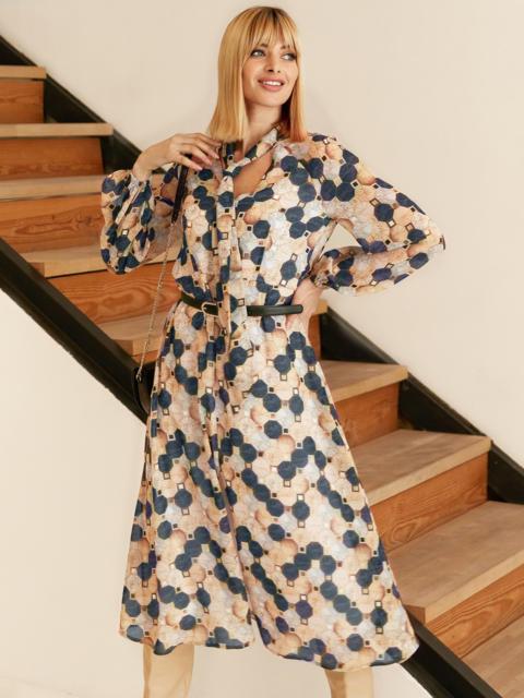 Бежевое платье из шифона с принтом и воротником-аскот 53053, фото 1
