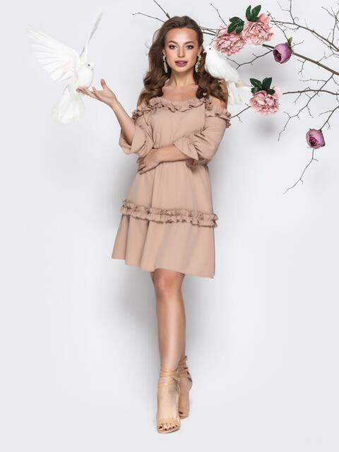 Бежевое платье на тонких бретелях с резинкой по талии - 21206, фото 1 – интернет-магазин Dressa