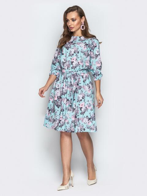 Голубое платье приталенного кроя с цветочным принтом - 20955, фото 1 – интернет-магазин Dressa