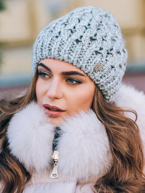 Светло-серая шапка-бини крупной вязки - 14803, фото 2 – интернет-магазин Dressa