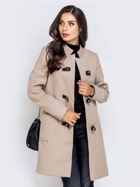 Бежевое пальто на кнопках с накладными карманами - 40204, фото 1 – интернет-магазин Dressa