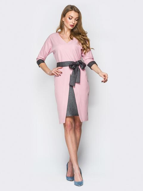 Розовое платье с V-вырезом и контрастной вставкой на юбке - 19896, фото 1 – интернет-магазин Dressa