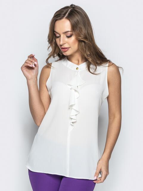 Прямая блузка белого цвета с рюшем - 21914, фото 1 – интернет-магазин Dressa