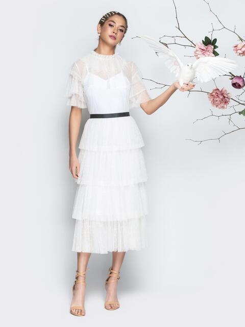 Белое платье с многоярусной юбкой и контрастным поясом - 21277, фото 1 – интернет-магазин Dressa