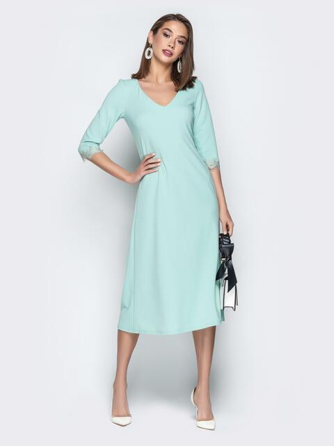 Бирюзовое платье приталенного кроя с V-вырезом горловины - 21036, фото 1 – интернет-магазин Dressa