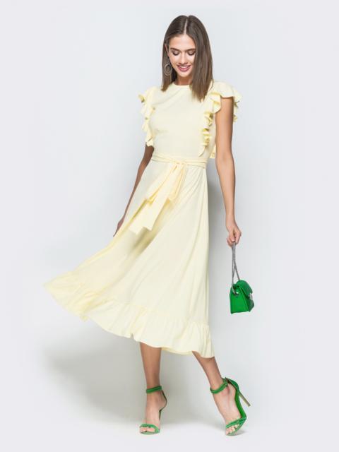 Желтое платье приталенного кроя с рюшами по бокам - 38562, фото 1 – интернет-магазин Dressa