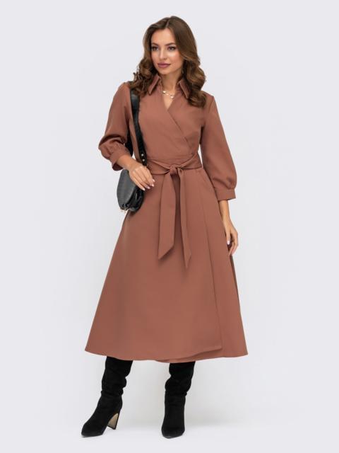 Платье-халат коричневого цвета с отложным воротником - 41948, фото 1 – интернет-магазин Dressa