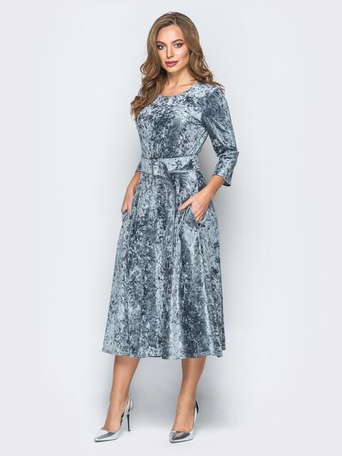 Велюровое платье серого цвета с расклешенной юбкой - 18318, фото 1 – интернет-магазин Dressa
