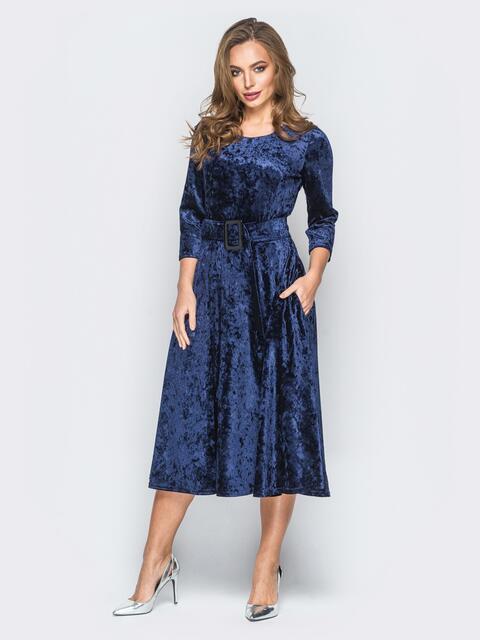 Велюровое платье тёмно-синего цвета с расклешенной юбкой - 18320, фото 1 – интернет-магазин Dressa