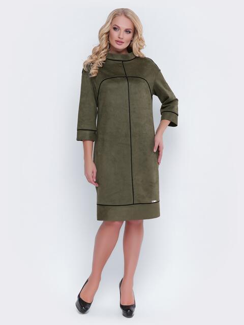 Замшевое платье цвета хаки с контрастным кантом - 19126, фото 1 – интернет-магазин Dressa