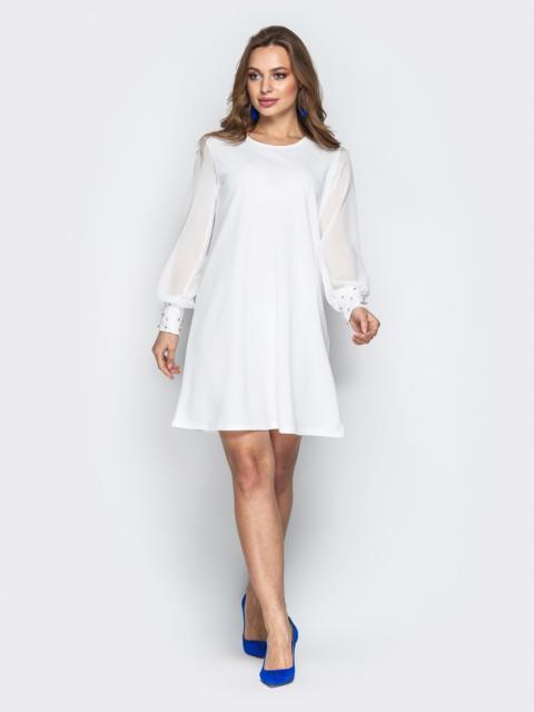 Белое платье с фатиновыми рукавами и жемчужинами на манжетах - 20608, фото 1 – интернет-магазин Dressa