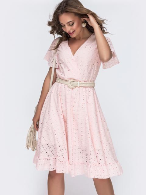 Пудровое платье из прошвы с резинкой по талии - 48230, фото 1 – интернет-магазин Dressa