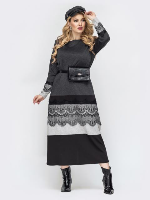 Приталенное платье батал серого цвета с кружевом - 44463, фото 1 – интернет-магазин Dressa