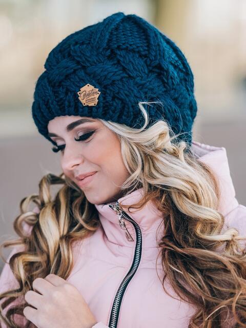 "Тёмно-синяя вязаная шапка с объемными ""косами"" - 14857, фото 2 – интернет-магазин Dressa"