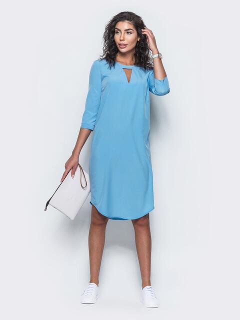 Платье с вырезом на горловине и закругленным низом голубое - 11518, фото 2 – интернет-магазин Dressa
