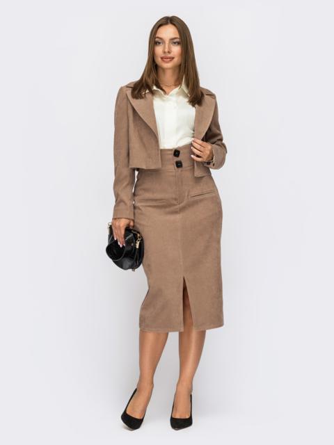 Бежевый костюм из укороченного пиджака и юбки с разрезом 55072, фото 1