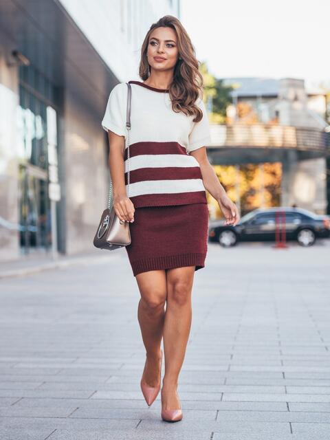 Вязаный комплект бело-бордового цвета с юбкой - 17056, фото 1 – интернет-магазин Dressa