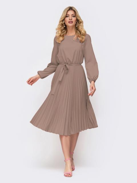 Платье бежевого цвета с юбкой-плиссе 48025, фото 1