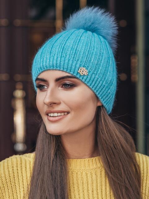 Бирюзовая шапка с натуральным помпоном - 14988, фото 1 – интернет-магазин Dressa
