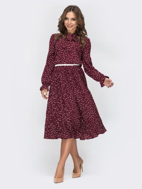 Бордовое платье в горох с воротником-аскот и юбкой-плиссе - 44828, фото 1 – интернет-магазин Dressa
