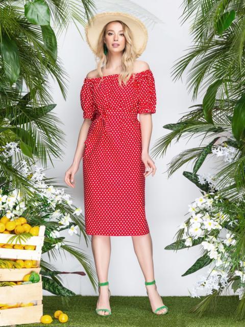 a0f6851cc60 Свободное платье в горох с открытыми плечами красное - 22216