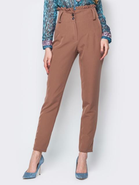 Коричневые брюки с высокой посадкой и рюшей на поясе - 19782, фото 1 – интернет-магазин Dressa