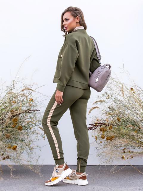 Комплект с брюками-джоггерами и жакетом хаки - 40658, фото 1 – интернет-магазин Dressa
