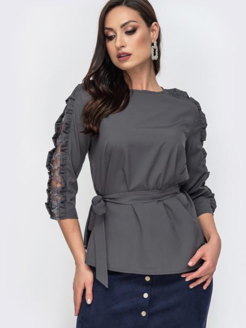Блузка батал серого цвета с гипюровыми вставками 44654, фото 1