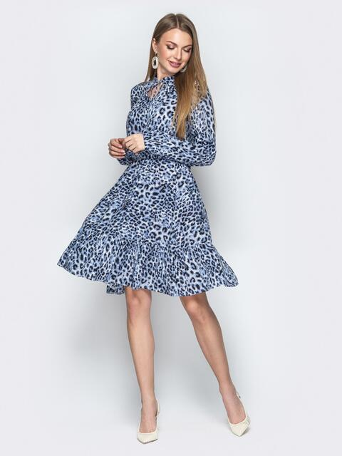 Голубое платье с анималистичным принтом и завязками у горла - 20626, фото 1 – интернет-магазин Dressa