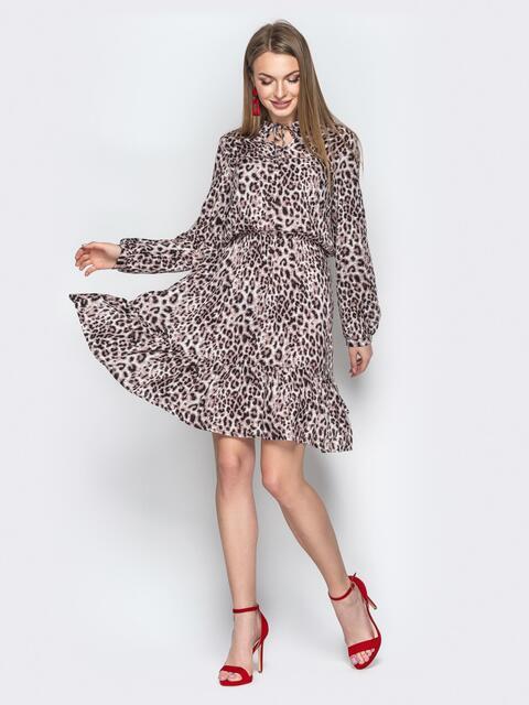 Коричневое платье с анималистичным принтом и завязками у горла - 20627, фото 1 – интернет-магазин Dressa