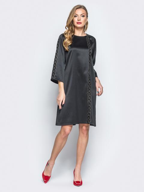Платье черного цвета из атласа с фурнитурой - 18184, фото 1 – интернет-магазин Dressa