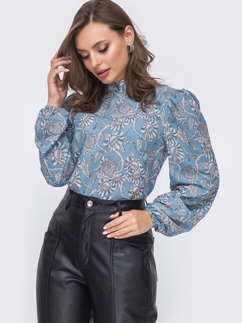 Блузка прямого кроя с принтом и воротником-стойкой голубая 51243, фото 1