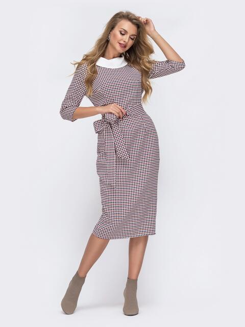 Приталенное платье с принтом и контрастным воротником бордовое - 42802, фото 1 – интернет-магазин Dressa