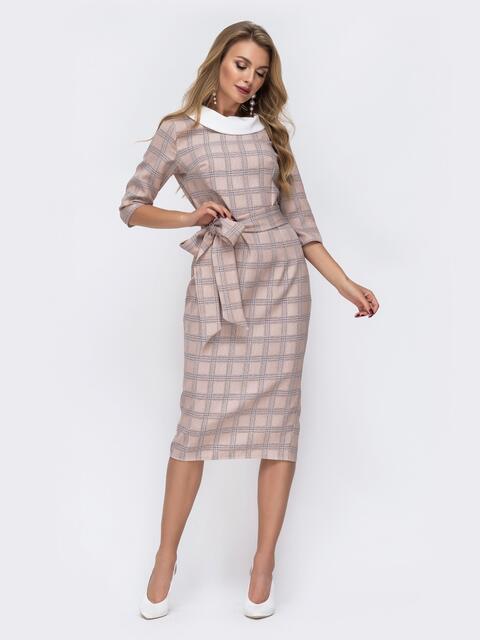 Приталенное платье в клетку с контрастным воротником бежевое - 42803, фото 1 – интернет-магазин Dressa