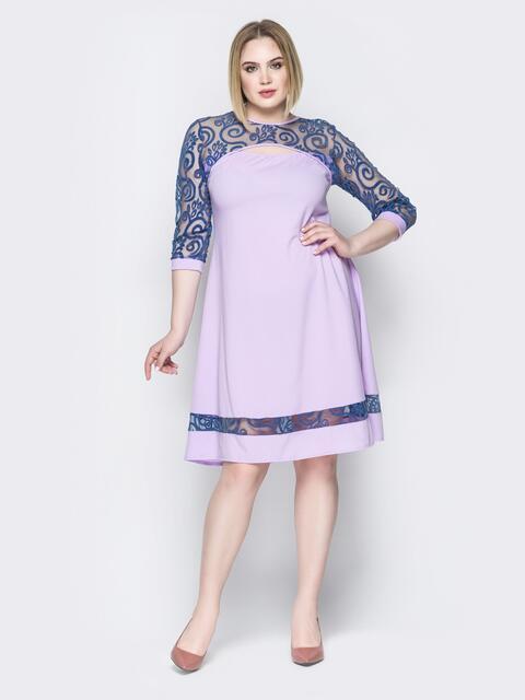 Сиреневое платье с кокеткой из гипюра и фигурным вырезом - 19961, фото 1 – интернет-магазин Dressa