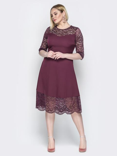 Бордовое платье приталенного кроя с гипюром - 19940, фото 1 – интернет-магазин Dressa