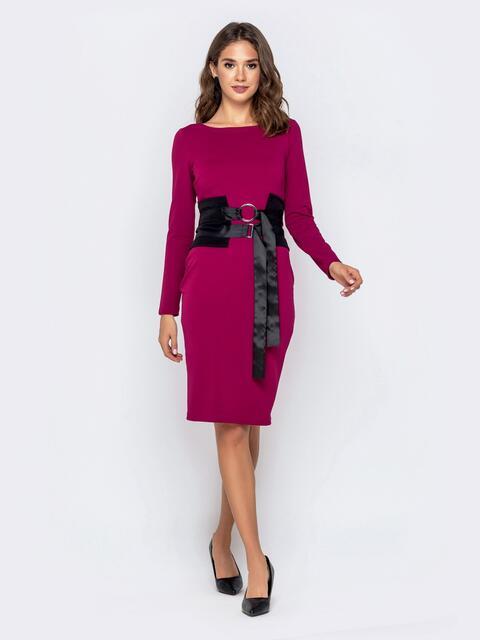 Обтягивающее платье малинового цвета с контрастным поясом 40946, фото 1