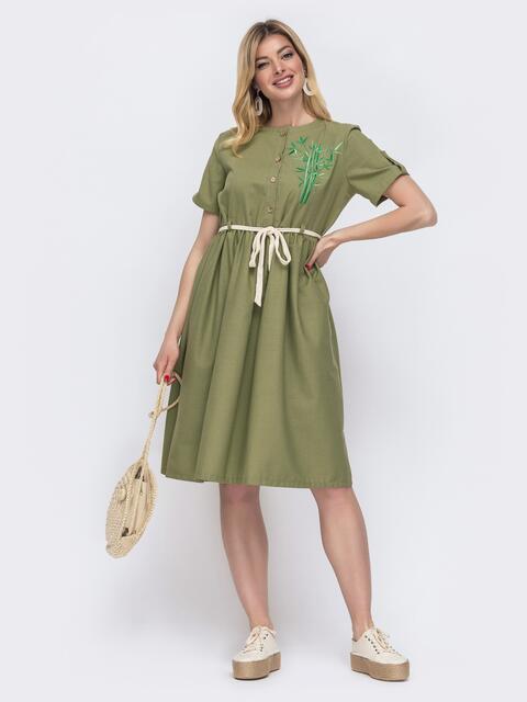 Льняное платье цвета хаки с вышивкой по полочке 48166, фото 1