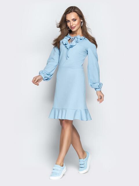 Голубое платье с воротником-жабо и воланом по низу - 20964, фото 1 – интернет-магазин Dressa