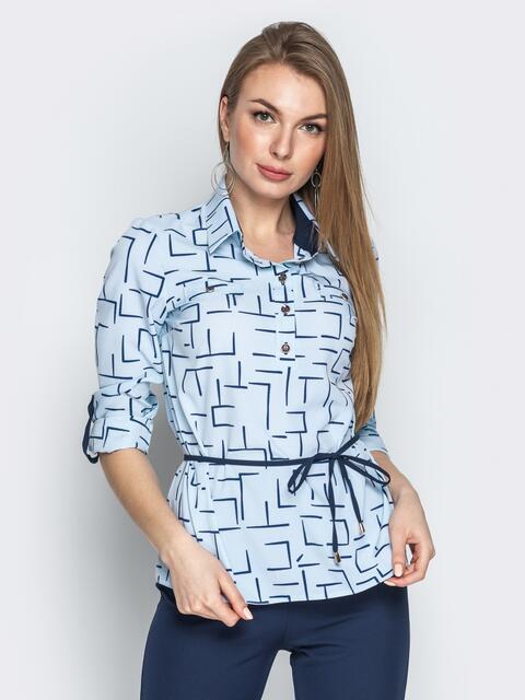 Голубая блузка с геометрическим принтом и отложным воротником - 21138, фото 1 – интернет-магазин Dressa