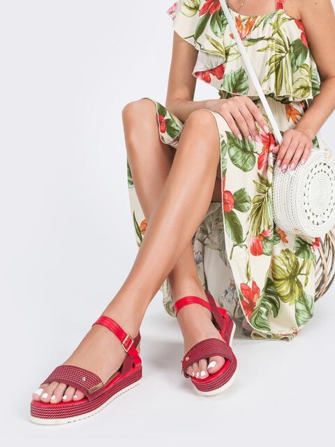 Красные босоножки из искусственной кожи на платформе - 45971, фото 1 – интернет-магазин Dressa