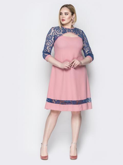 Розовое платье с кокеткой из гипюра и фигурным вырезом - 19952, фото 1 – интернет-магазин Dressa