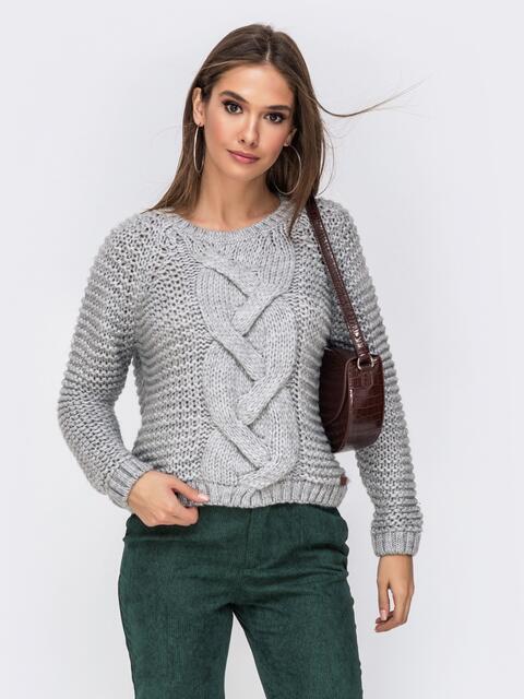 Укороченный свитер крупной вязки серого цвета - 41848, фото 1 – интернет-магазин Dressa