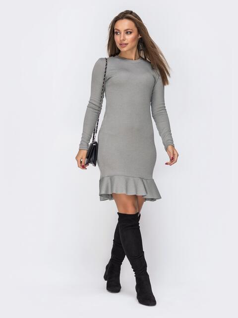 Платье из трикотажа серого цвета с оборкой по низу 42277, фото 1
