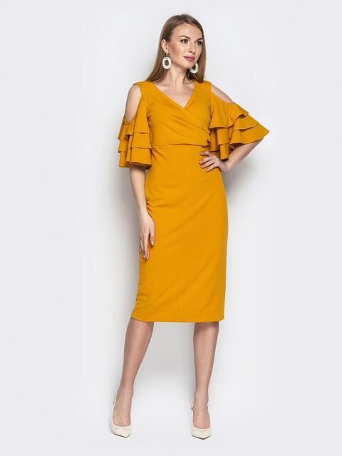 Горчичное платье-футляр с многослойными воланами на рукавах - 20389, фото 1 – интернет-магазин Dressa