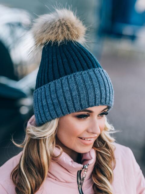 Синяя шапка мелкой вязки с помпоном - 14820, фото 2 – интернет-магазин Dressa