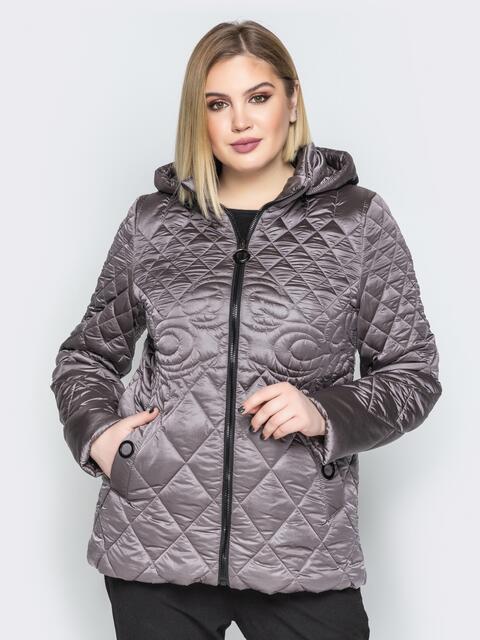 Стеганая куртка с капюшоном и карманами на магнитах серая - 20320, фото 1 – интернет-магазин Dressa
