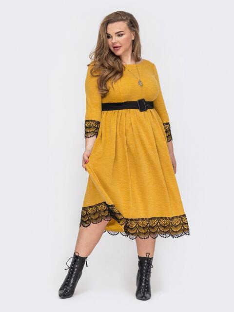Платье батал с юбкой-клеш и кружевом по низу желтое 53352, фото 1
