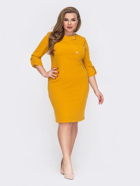 Приталенное платье с декоративными пуговицами желтое 53244, фото 1