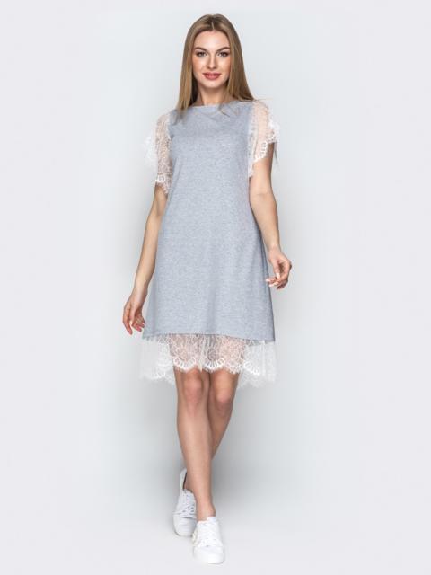 Серое платье-трапеция с кружевными рукавами и низом - 21386, фото 1 – интернет-магазин Dressa